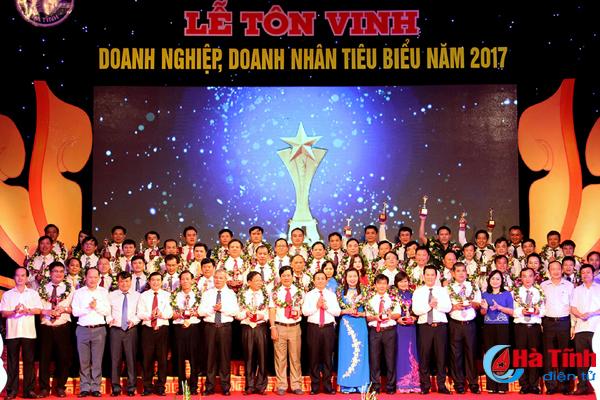 Hà Tĩnh tôn vinh 55 doanh nghiệp, doanh nhân tiêu biểu năm 2017