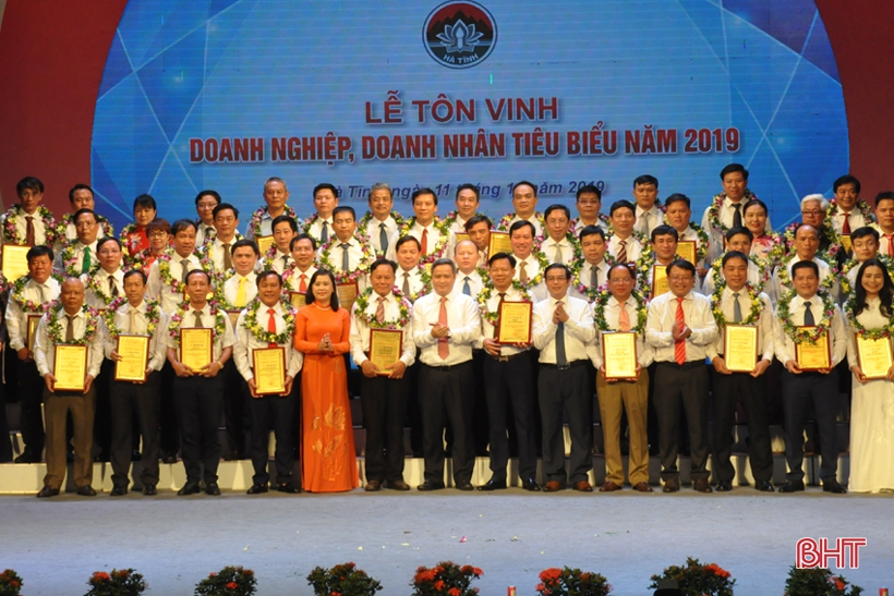 Hà Tĩnh vinh danh 53 doanh nghiệp, doanh nhân tiêu biểu năm 2019